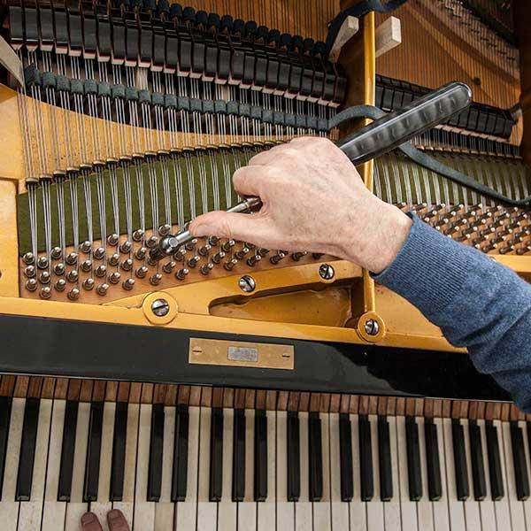 Hướng dẫn sửa chữa những lỗi thường gặp ở đàn piano cơ.